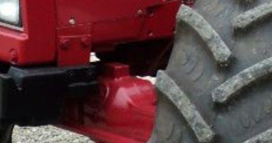 Kolyska case 745 xl wspornik przedniej osi napędu wał z boku