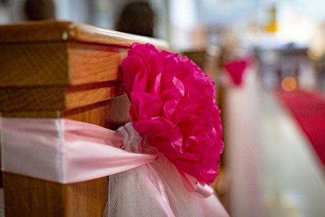 Dekoracje ślubne - do kościoła na ławki
