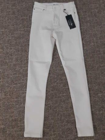 Белые джинсы collins