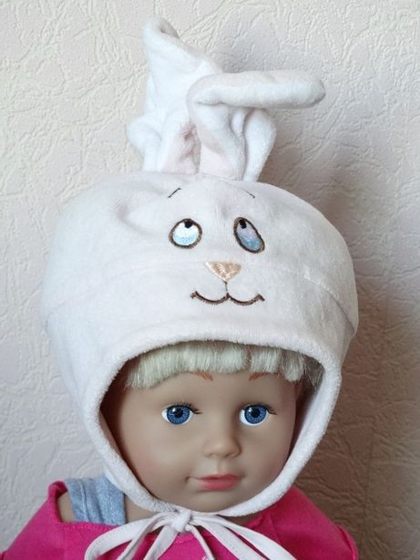 Велюровая демисезонная шапочка 74 размер, шапка с ушами на завязках