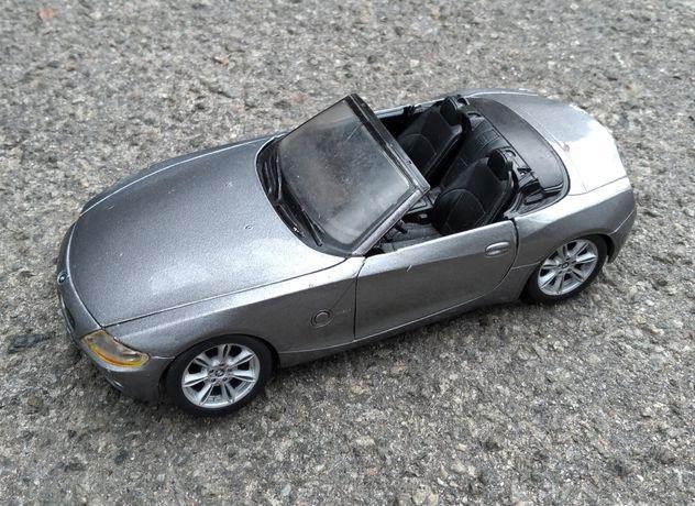 Игрушка  модель BMW Z 4  1:24 маштаб