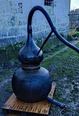 Alambique em cobre (Manoel Da Cunha Ferreira - Caldeireiro Braga)