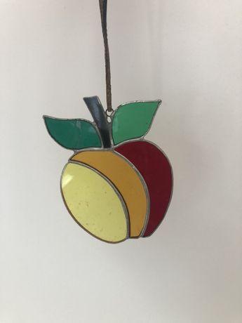 Witraż na rzemyku jabłko szkło łączone 11cm