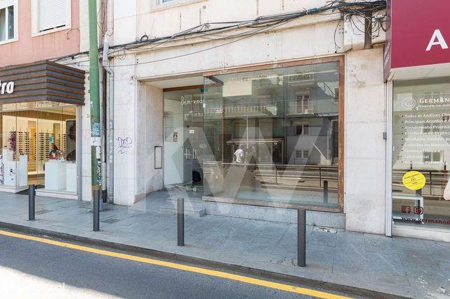 Loja para Comércio ou Serviços na Rua Damião de Gois -  Algés - Para V