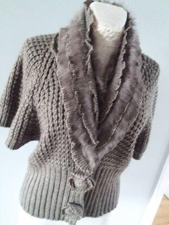 Sweter miękki rozpinany z futerkiem oryginalnymi guzikami rozmiar L/XL