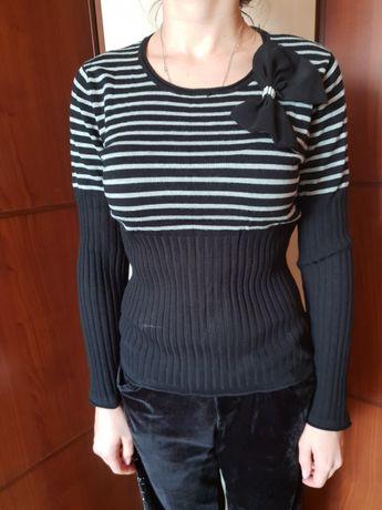 Новый черный свитер с бантом