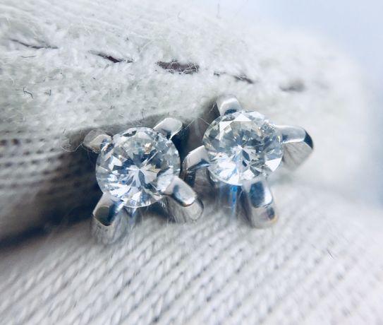 Золотые сережки серьги пусеты с натуралтными бриллиантами 0.25 карат.