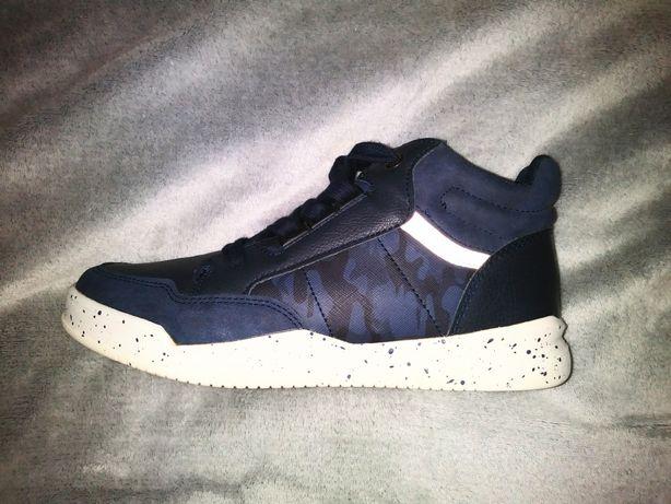 Granatowe sneakersy dla chłopca 37