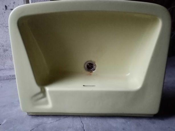 Umywalka podwieszana 65 x 54cm