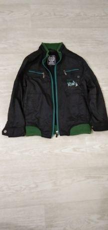 Куртка демисезонная на флисе, на 6-7 лет.