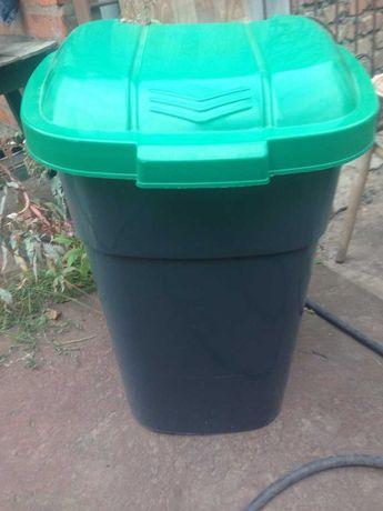 Уличный контейнер/бак для мусора на колесах