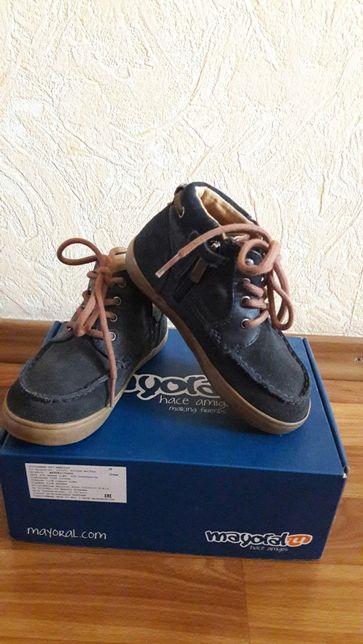 Натуральеые замшевые ботинки mayoral.