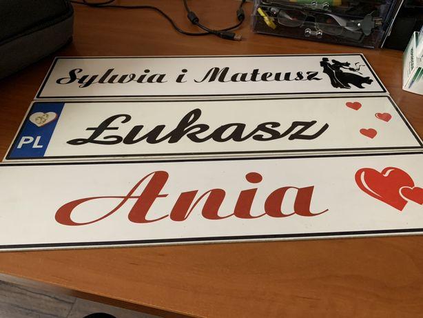 Tablice rejestracyjne ślubne z imionami. Dekoracja auta
