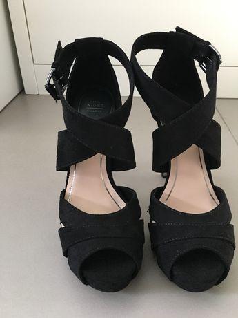 Sandálias de camurça tamanho 37
