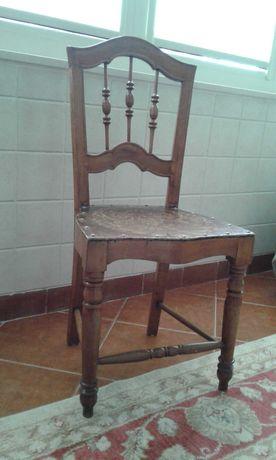 Cadeira linda, com mais de 100 anos!