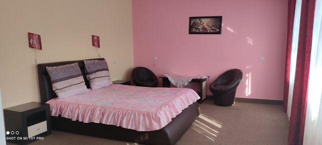 Оренда окремих кімнат подобово та погодино.