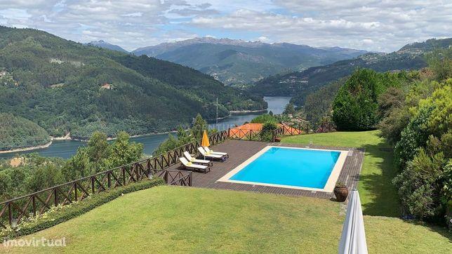 Moradia no Gerês Caniçada com piscina e vistas deslumbrantes sobre Rio