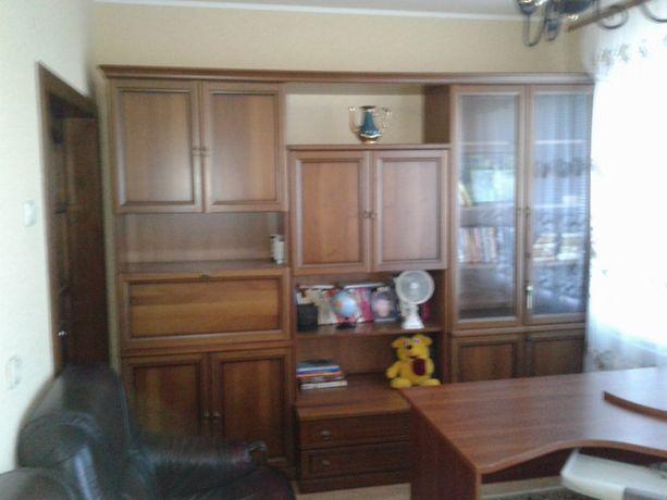 Продам б.у. мебель из дуба высокого качества (цена снижена).