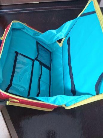 Teczka/plecak podróżny dla dzieci na przybory plastyczne.