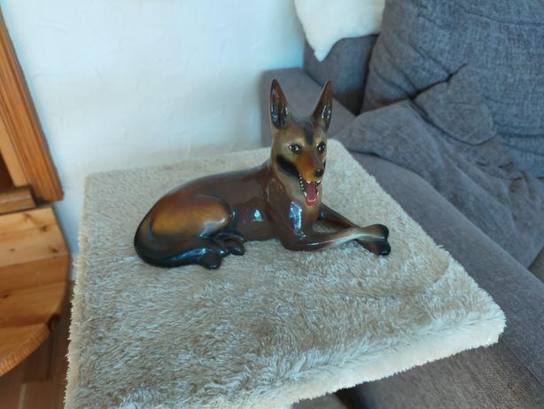 Stara figurka porcelanowa pies owczarek belgijski