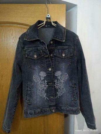 Джинсовый пиджак, курточка.