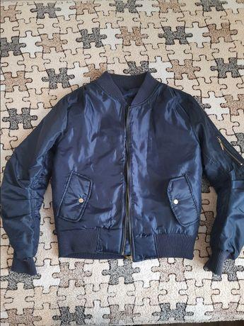 Бомбер трендовая куртка