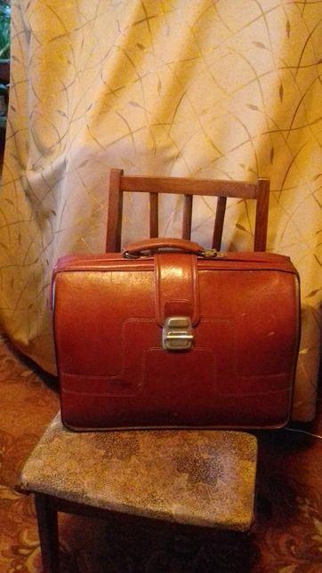 Ретро -портфель червоний