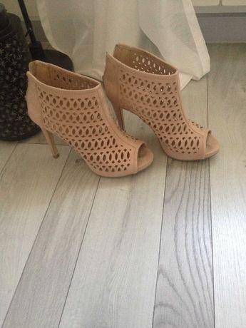 buty ażurowe na szpilce