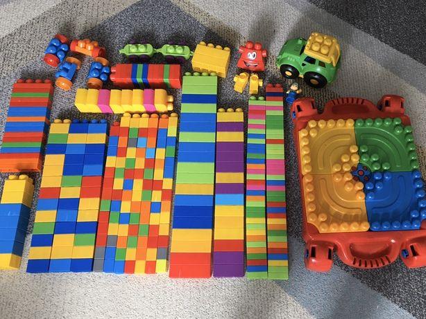 Zestaw klocków Mega Blocks ze stolikiem