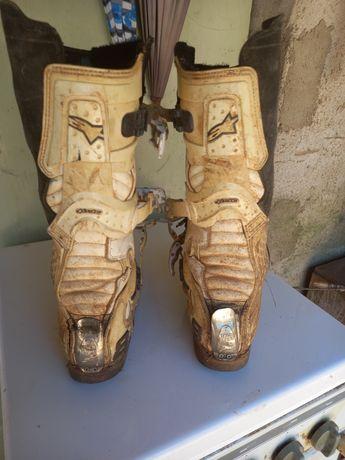 Vendo botas e capacete botas 44 capacete m