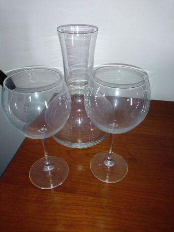 Conjunto garrafa e copos para vinho