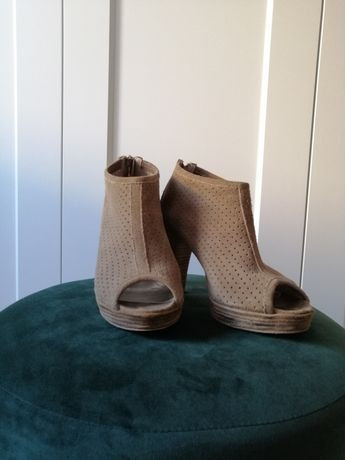 Sapatos beges de camurça