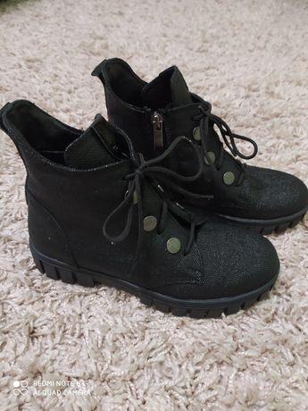 Осінні черевики для дівчинки