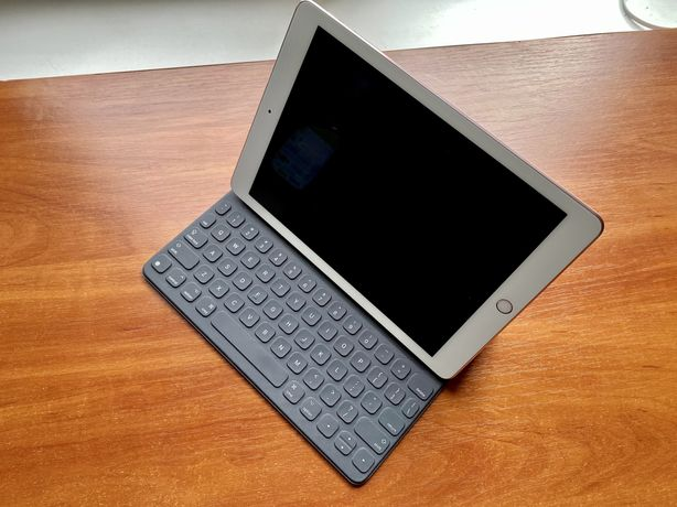 Продам iPad Pro 9,7' Gold 128Gb супер стан, оригінальна клавіатура