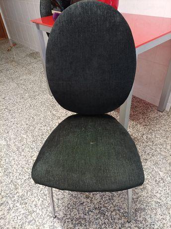 Cadeiras robustas de sala, só um tem defeito, preço das 4 OPORTUNIDADE