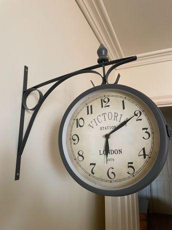 Relógio de Parede Vintage VICTORIA STATION LONDON