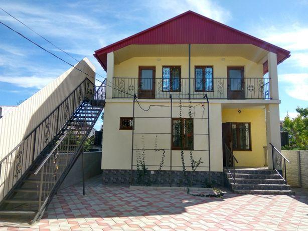 Продам участок с 2-мя 2-х этажными коттеджами в г.Геническ