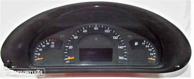 Quadrante Mercedes Classe C 220 CDI W 203 de 2001 (Milhas) - Usado
