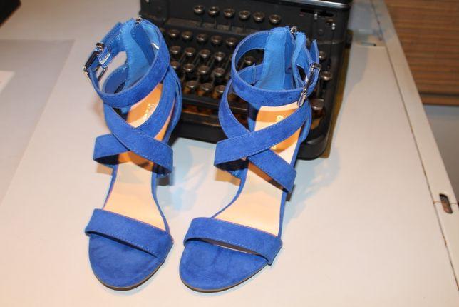 Sandálias azul forte