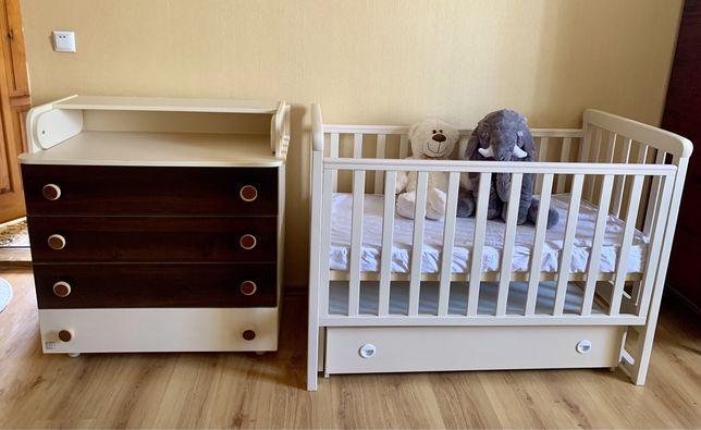 Кроватка с маятником и комод с пеленатором Верес