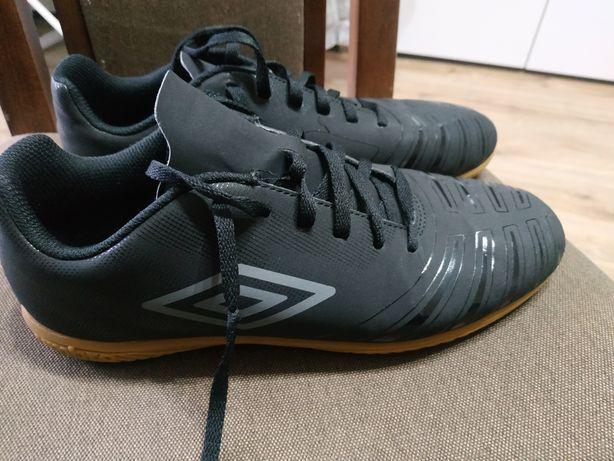 UMBRO halówki 42, buty sportowe