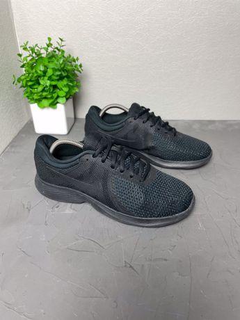 Кроссовки спортивные 40 Nike Revolution original 25.5см лёгкие