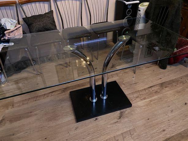 Stół szklany z podstawą z marmuru