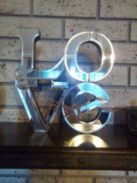 Dekoracja glamour śliczny napis lustrzany Love efektowny nowoczesny