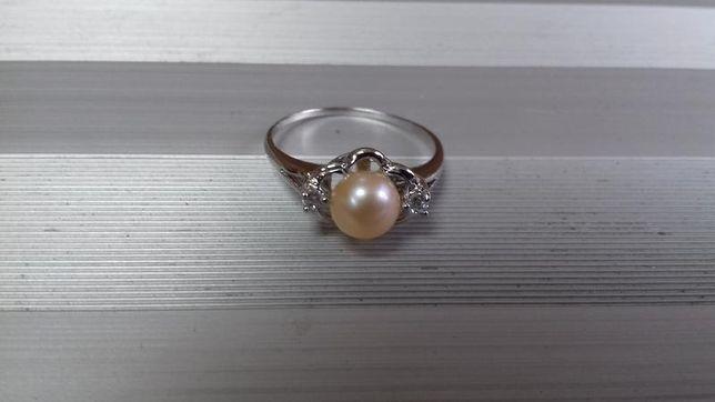 Кольцо. Серебро. Натуральный жемчуг. Фианиты. 925 проба.