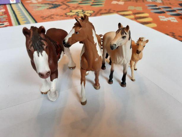 Schleich zestaw trzy konie i źrebak