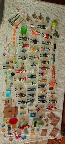 Figurki Playmobil plus akcesoria i walizka.
