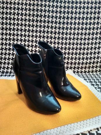 Buty czarne botki