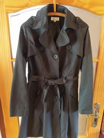 Czarny lekki płaszcz