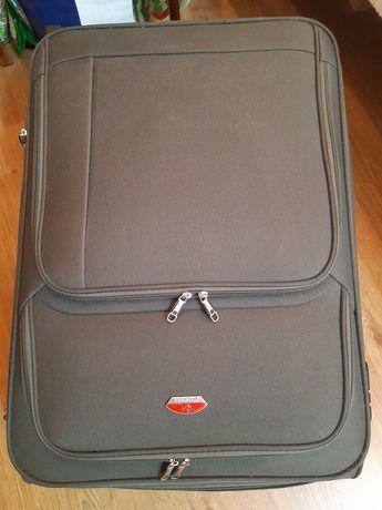 Продаю 3 чемодана разных цветов,размеров и цен